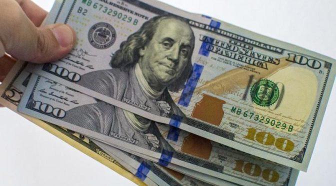 Уч кун ичида банклар долларда курсини камида 100 сўмга ошди